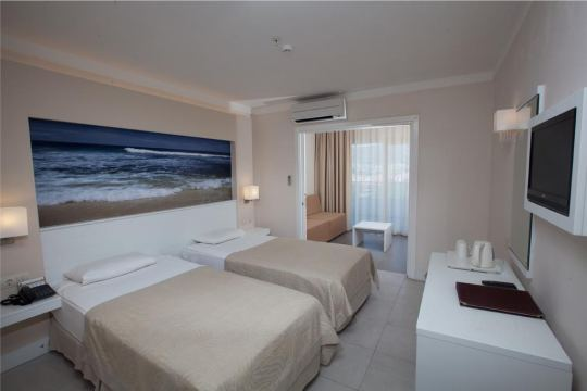 BATIHAN BEACH RESORT & SPA 4*