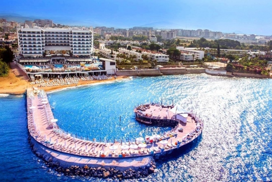 Почивка в AZURA DELUXE RESORT 5*